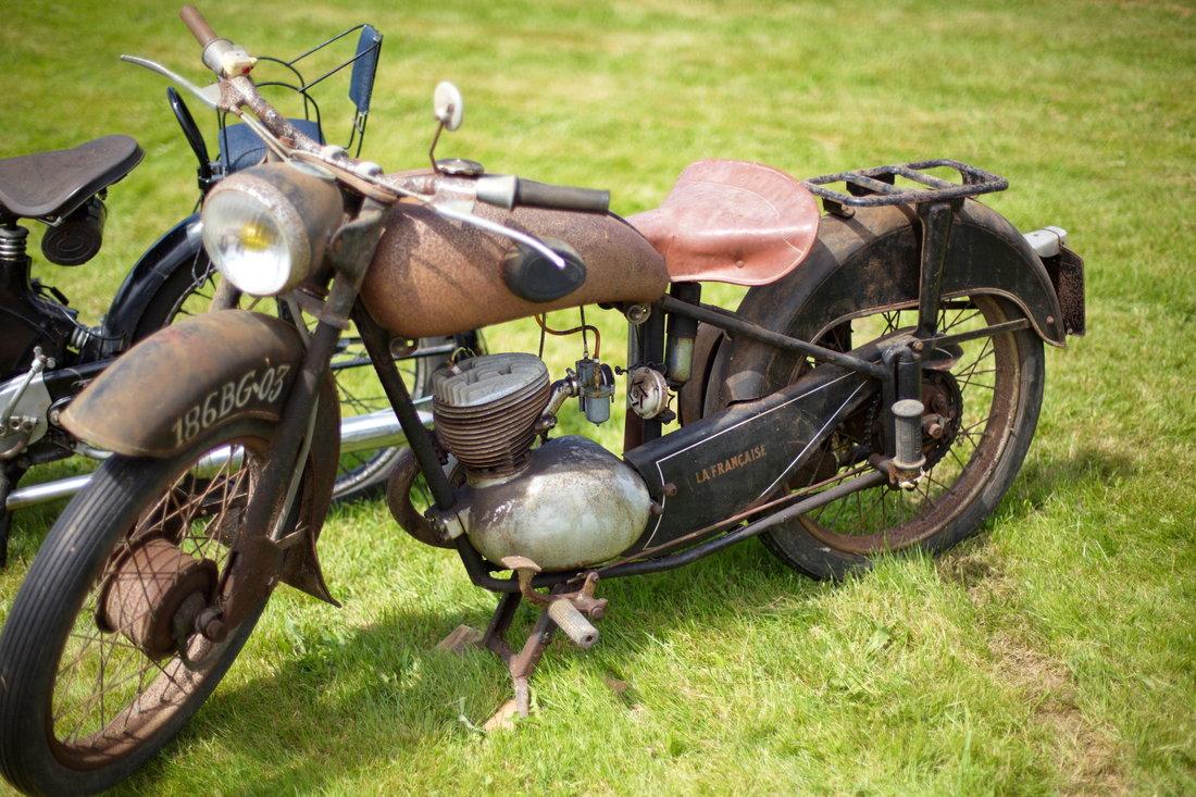 moto la française, vieille moto, moto rouillée, moto vintage