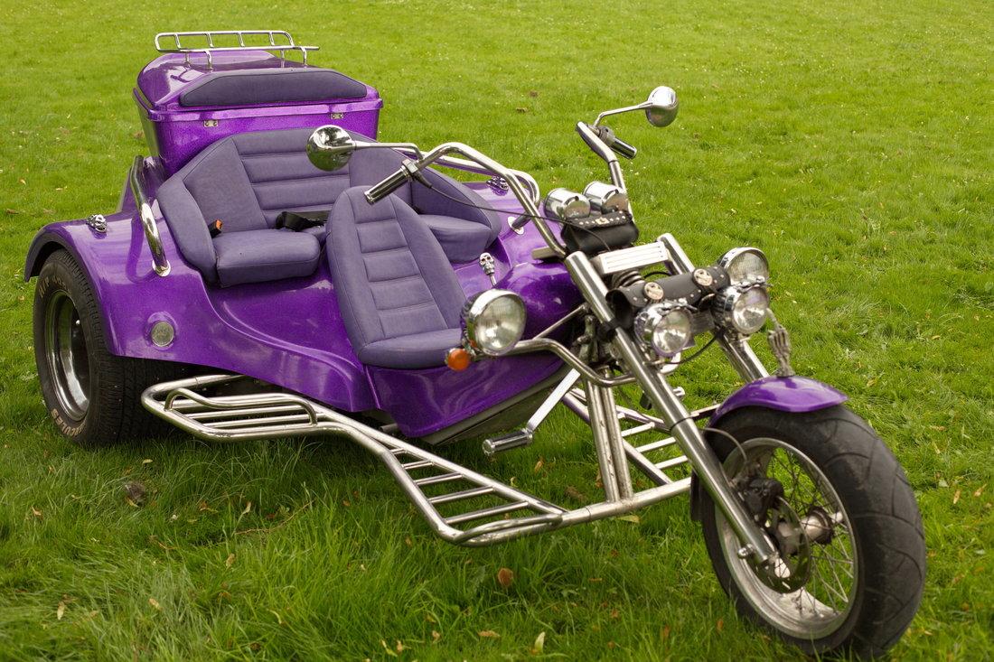 moto mauve, moto violette