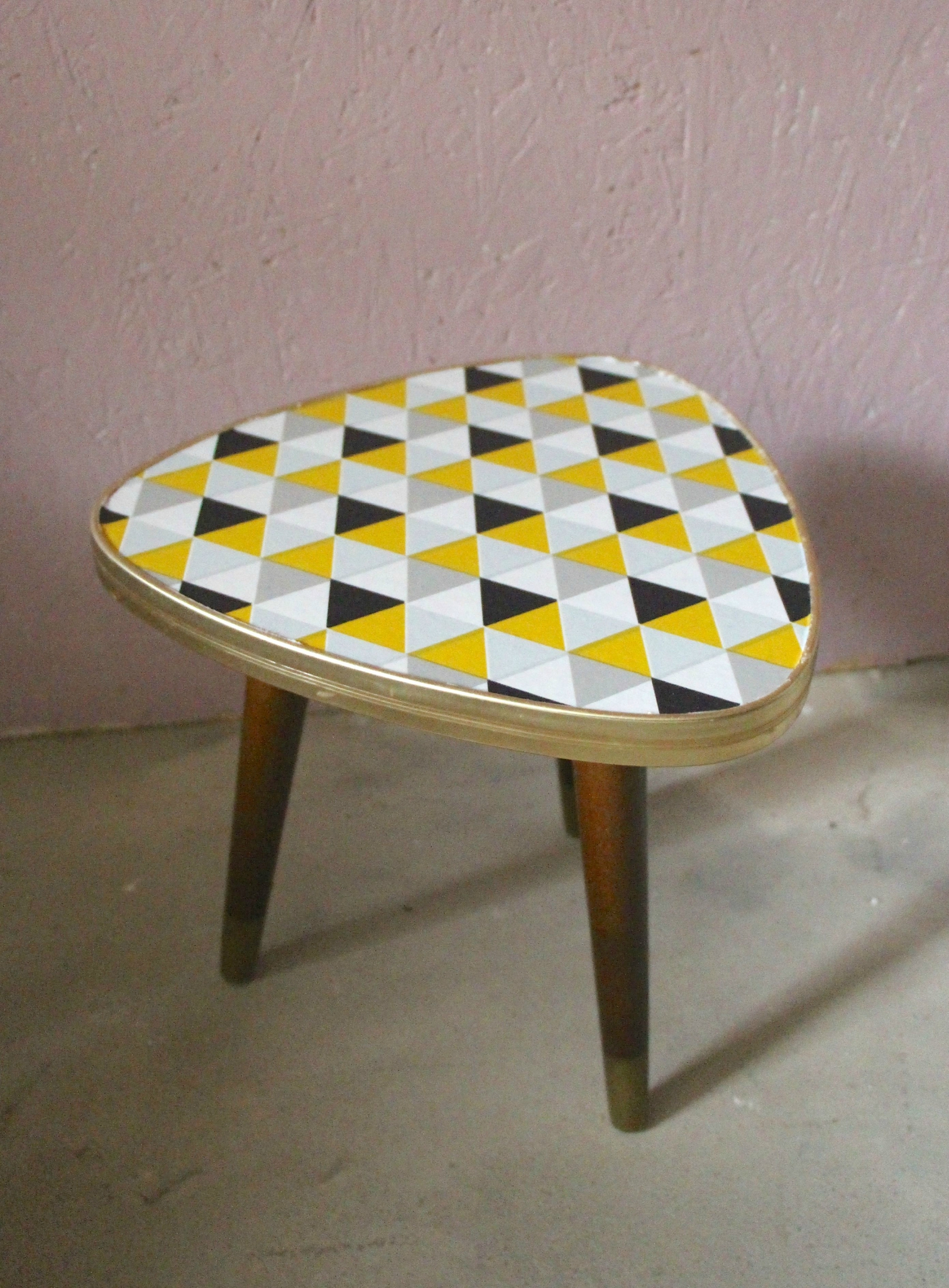 retour de chine, table tripode, table tripode, table scandinave
