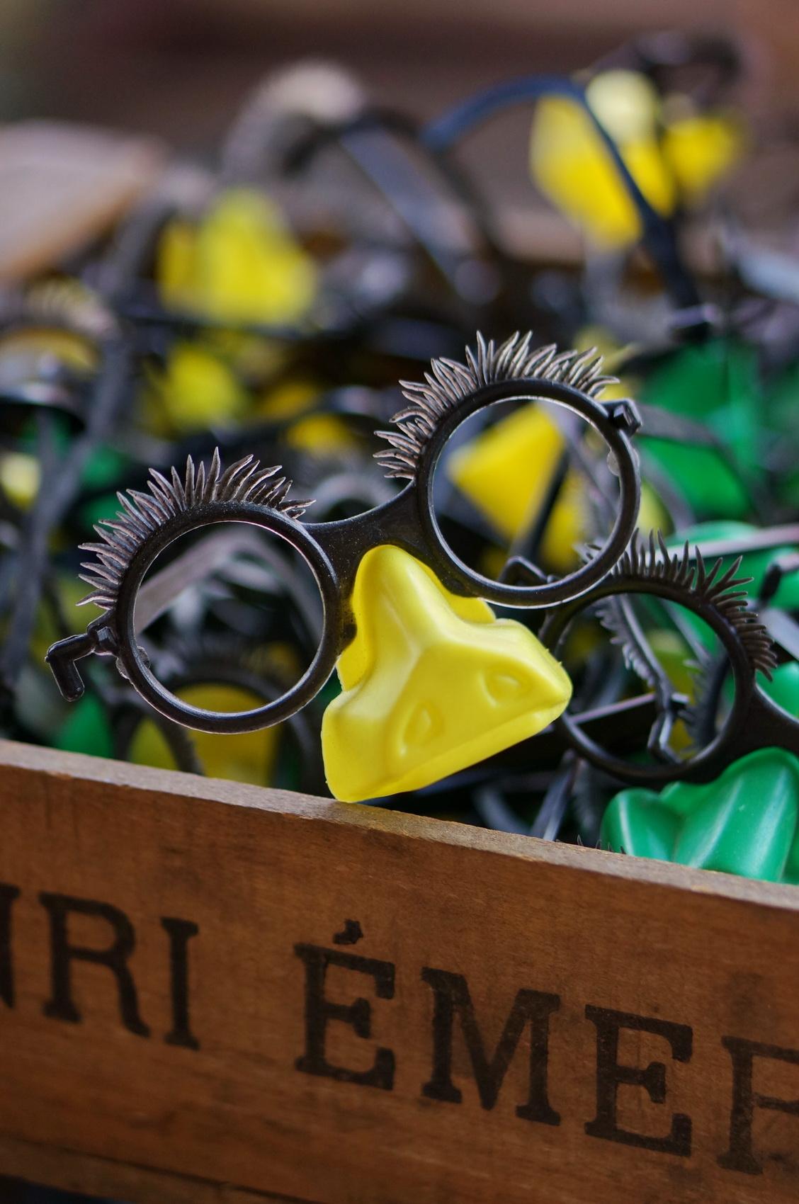 lunettes plastique, pastiche, déguisement, tombées du camion, brocante, vide-grenier, puces de saint-ouen
