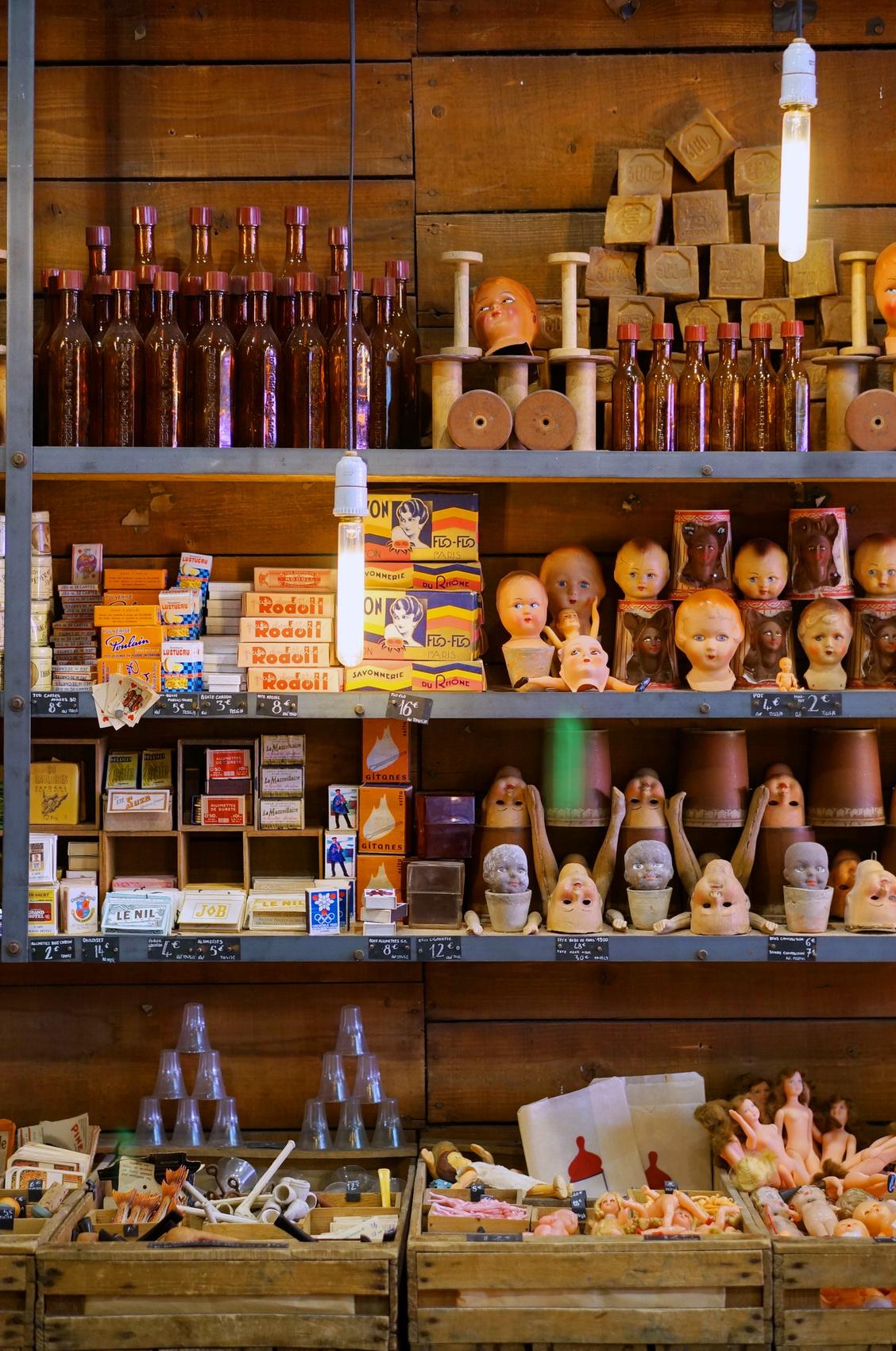 fioles chinées, bouteilles verre, brocante, retour de chine, vide-grenier, tombées du camion, puces de saint-ouen, brocante paris, vieilles poupées, têtes de poupées, head dolls, old dolls