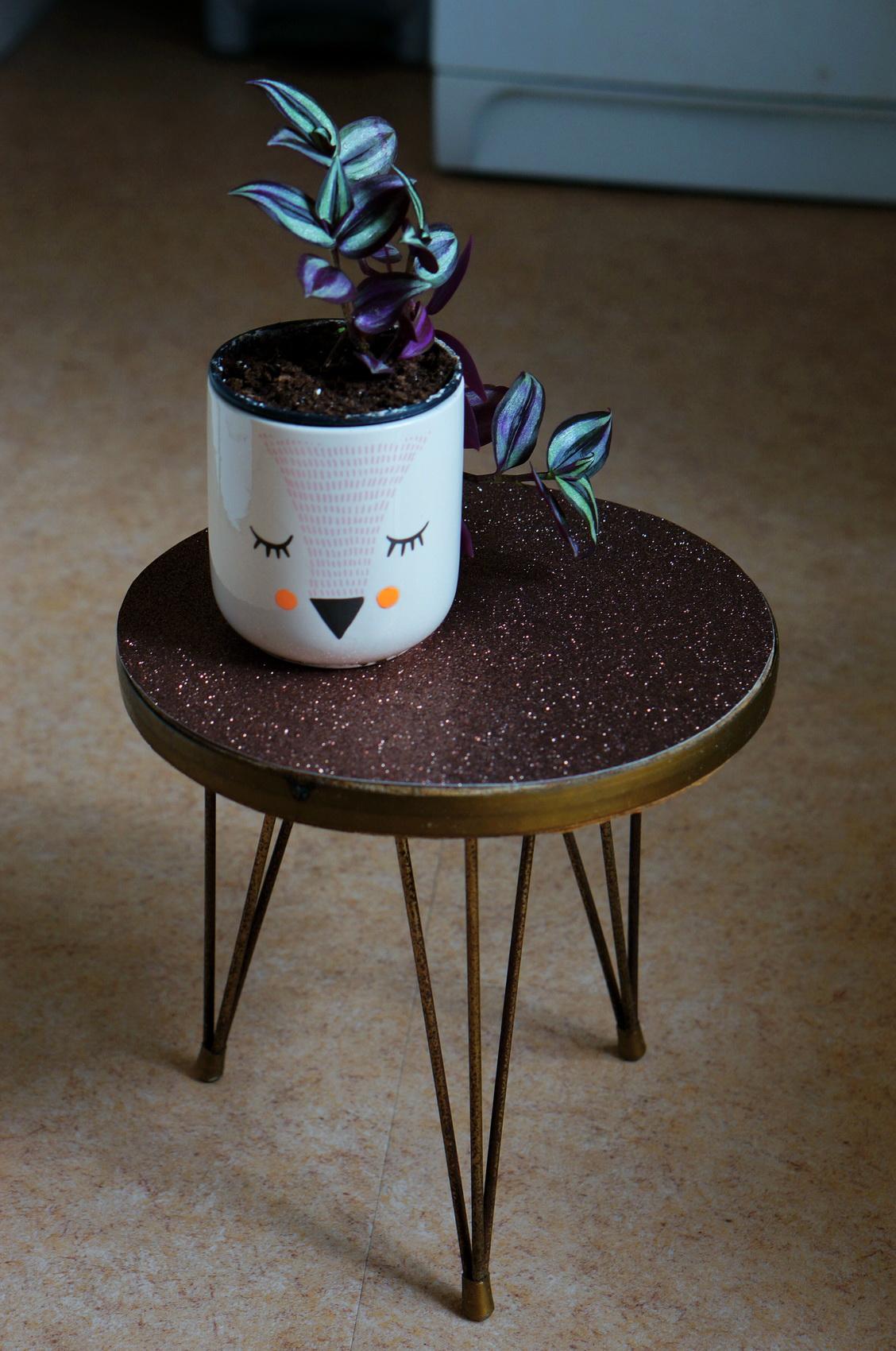 diy table tripode, customiser table tripode, custom table tripode, table tripode paillettes, cache-pot bloomingville, boutique les fleurs