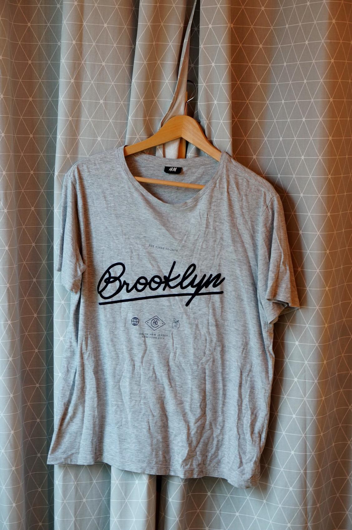brocante, vide-grenier, vêtements de seconde main, tee-shirt h&m, tee shirt homme, tee-shirt