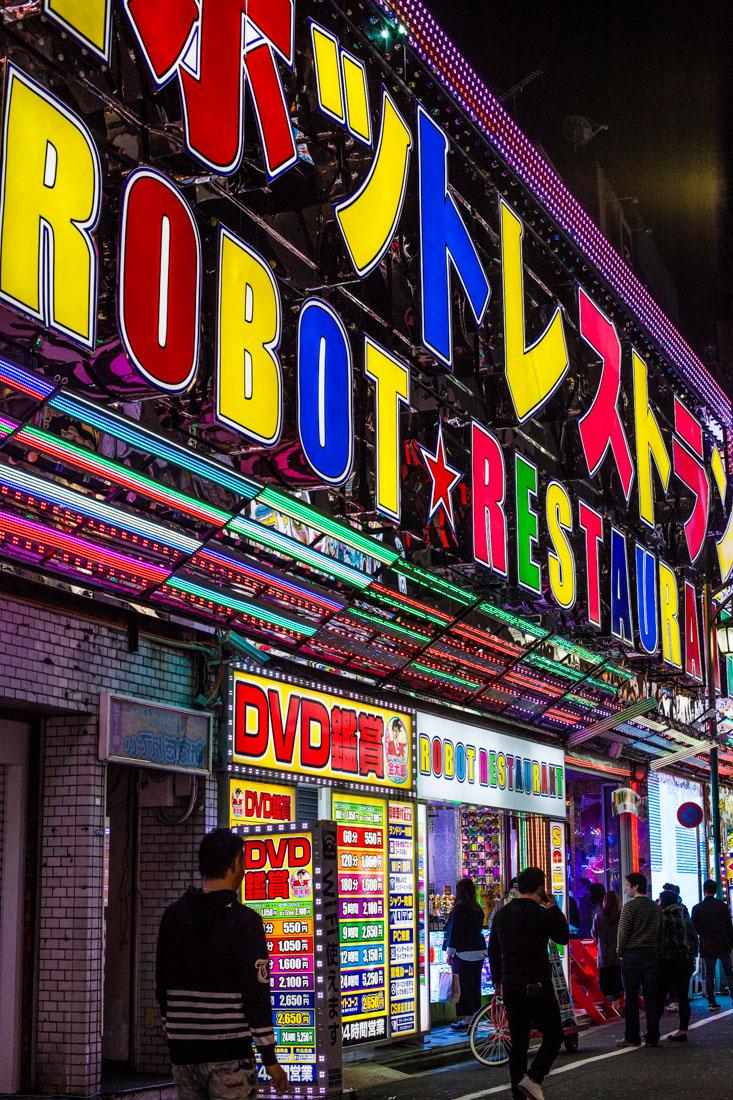 shinjuku, tokyo, tokyo by night, neon city, japon, japan, voyage au japon, japan trip, robot restaurant