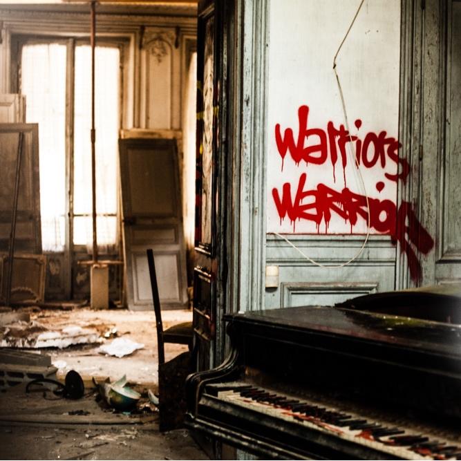 Urbex_manoir_entree_piano_tag_carre