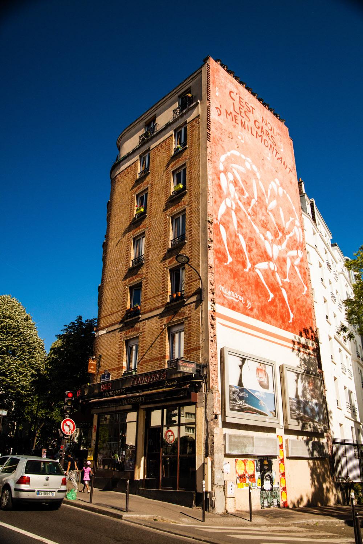 les gars d'ménilmontant, jérôme mesnager, jérome mesnager, hommes blancs street art, street art paris 20, street art rue de ménilmontant, fresque murale paris 20, muraliste paris