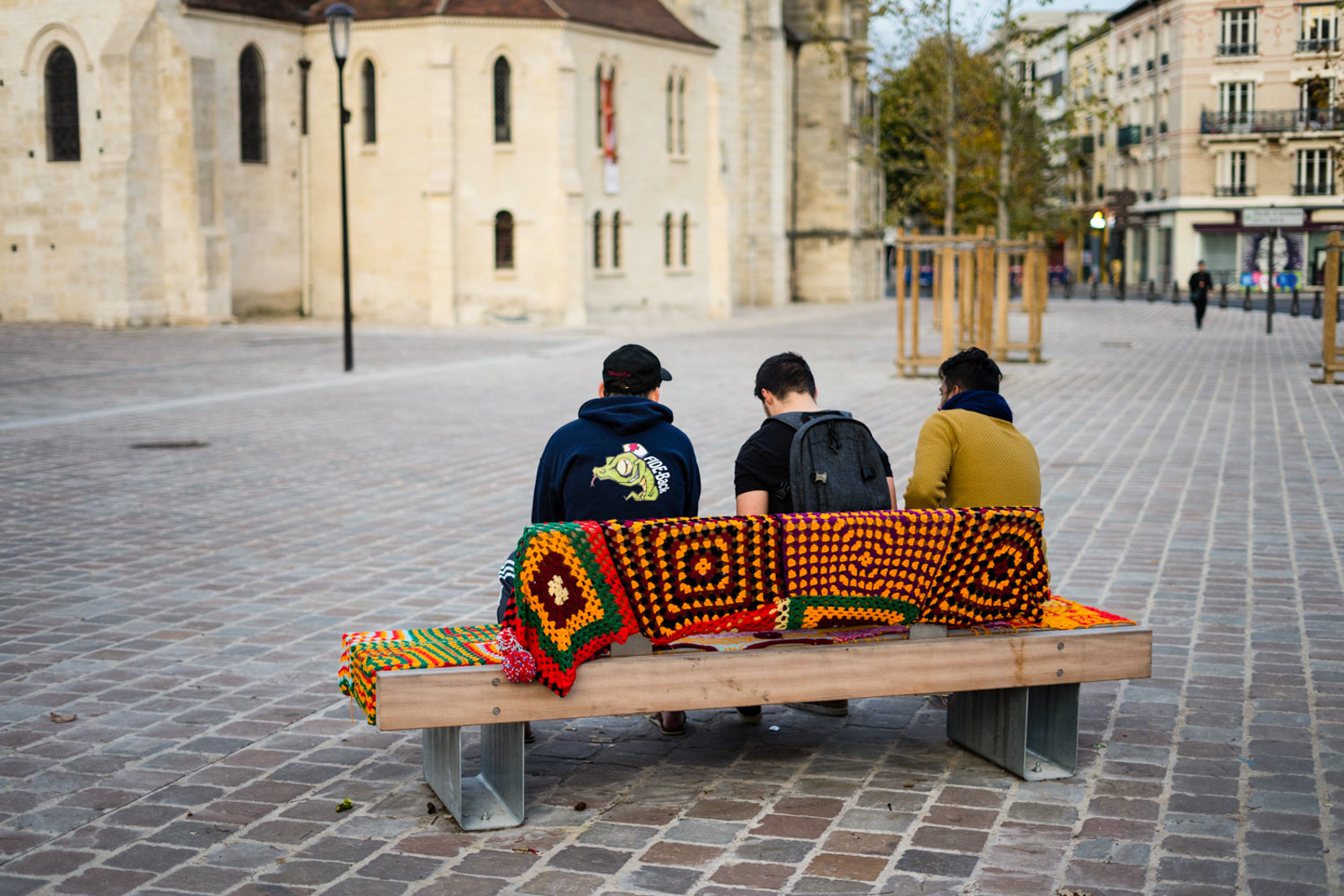 street art vitry-sur-seine, street art vitry, street art val-de-marne, street art banlieue paris, art urbain vitry, art urbain vitry-sur-seine, art urbain vitry, le guide du street art à paris, stéphanie lombard, yarm bombing, tricot urbain
