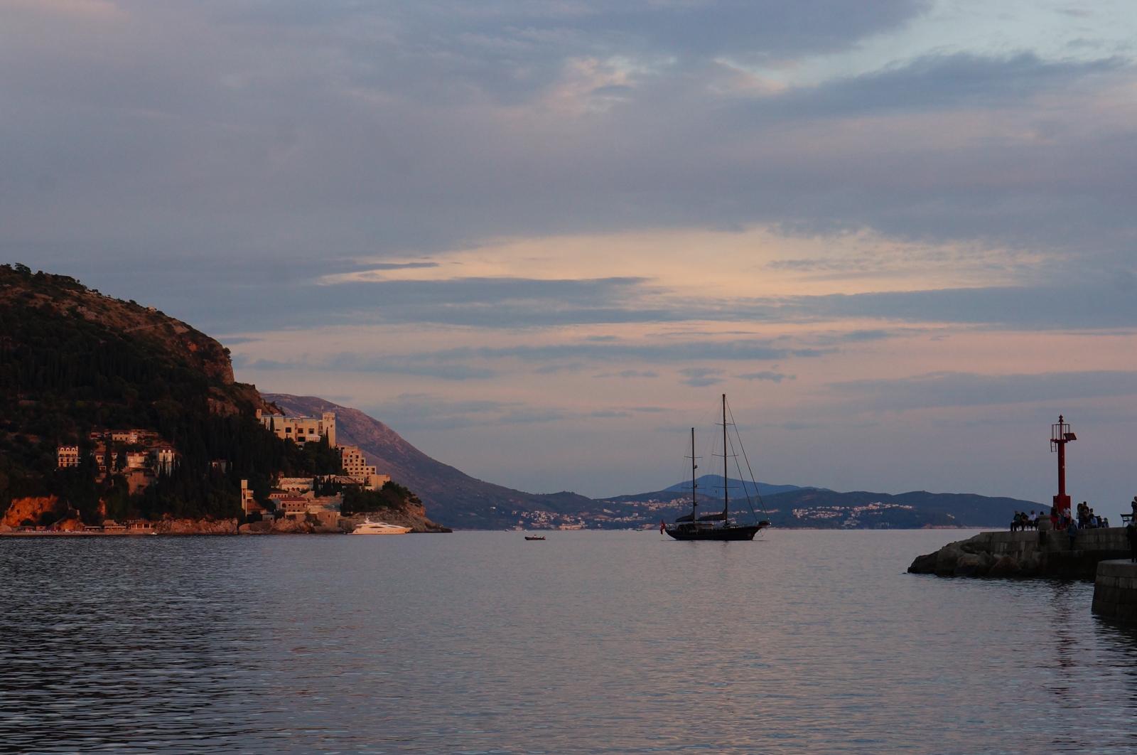 dubrovnik, tourisme dubrovnik, dubrovnik septembre, voyage croatie, blog voyage craotie, croatie 2017, sunset dubrovnik, port durbovnik