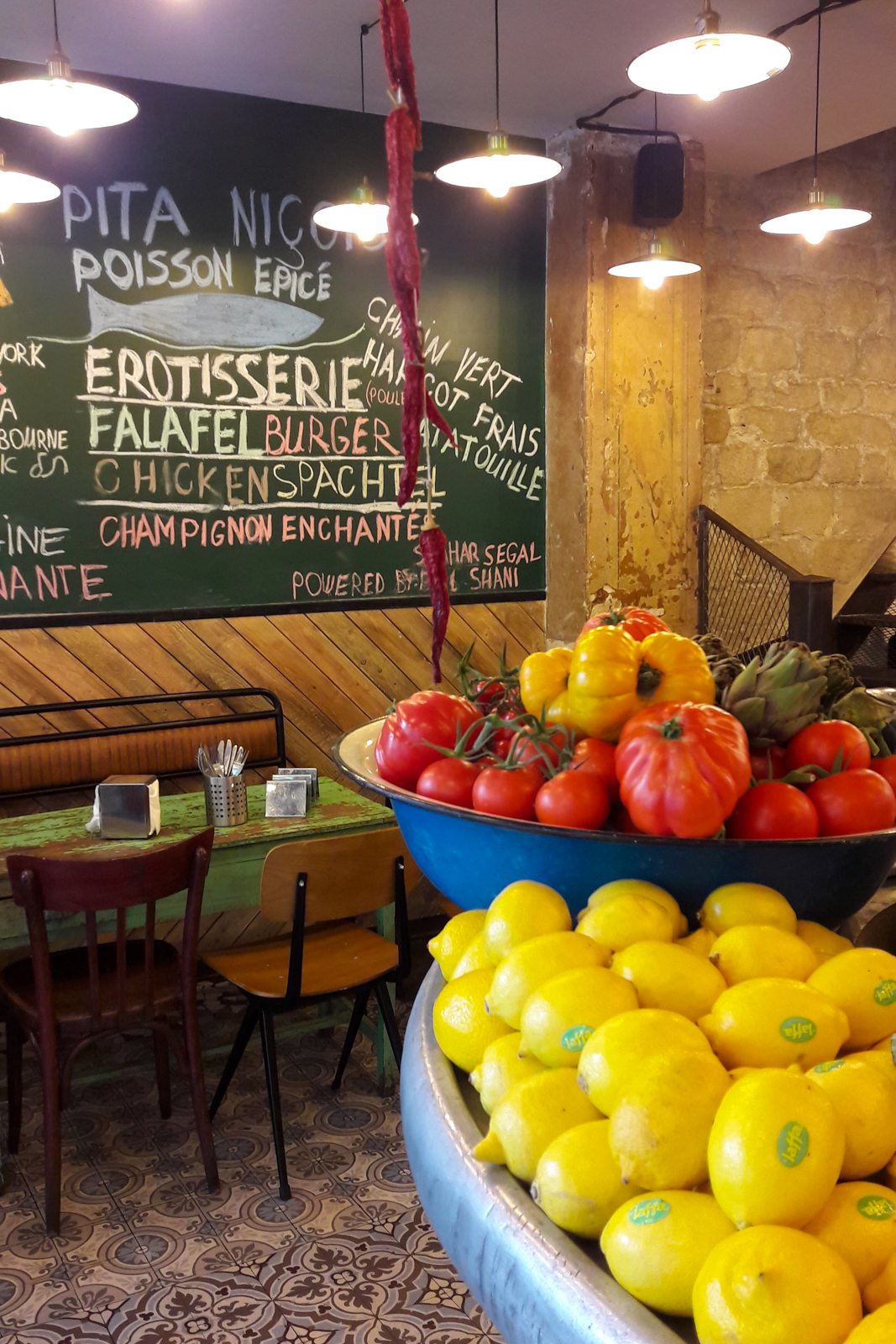paris, paris 10, quartier canal saint martin, canal saint-martin, paris authentique, visiter paris autrement, paris street art, paris 11e, paris 11 tourisme, balade paris 11, balade paris 10, miznon, miznon restaurant,a vis restaurant miznon