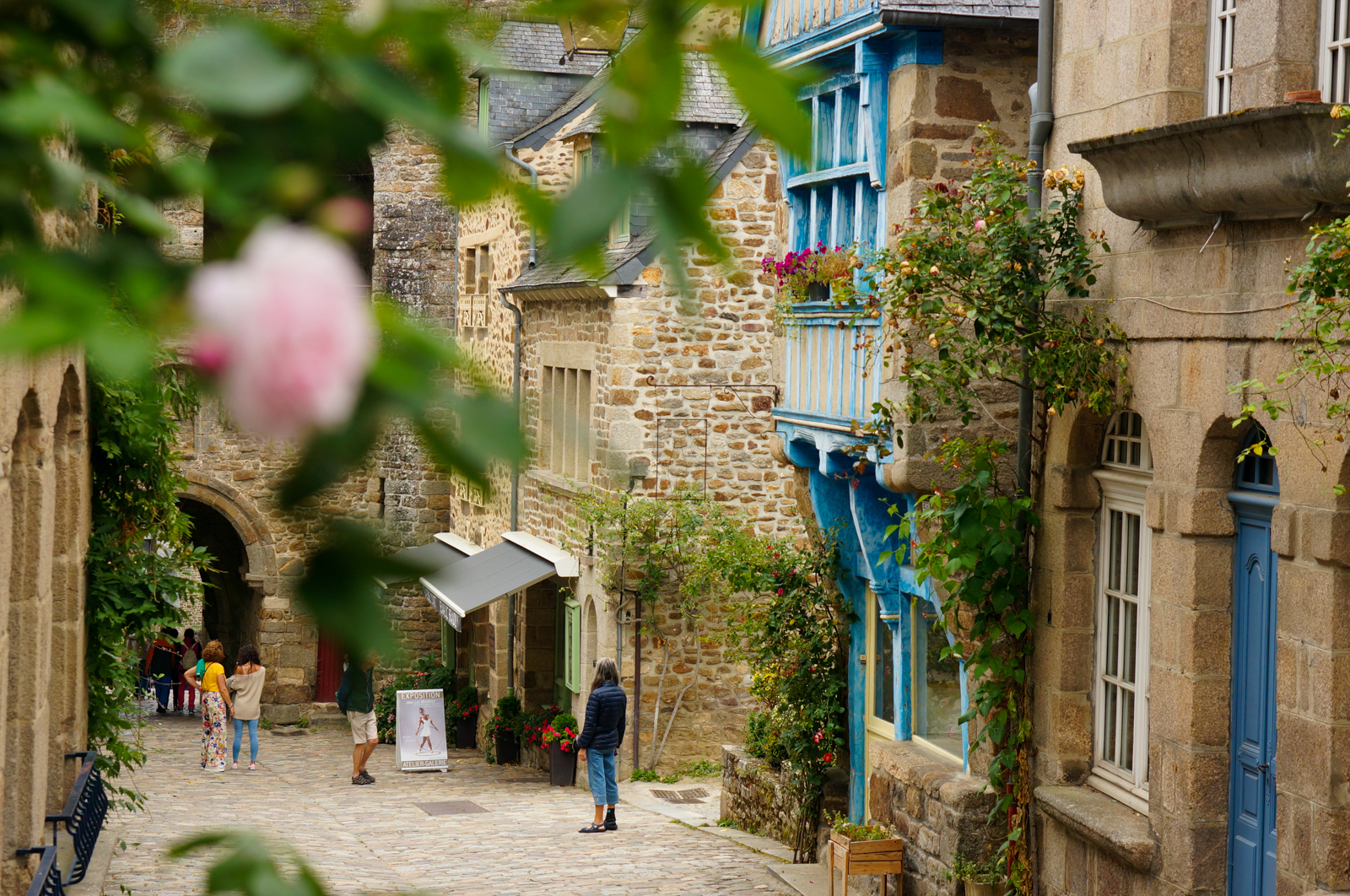 dinan, village bretagne, village vieilles pierres france, tourisme bretagne, tourisme france, village d'art